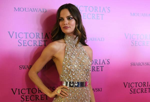 Kakvu haljinu odjenuti za maturalnu večer? – 40 atraktivnih lookova za inspiraciju