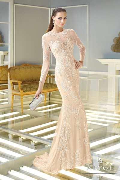Početak ljeta je razdoblje u kojem se jako često nose duge svečane haljine.