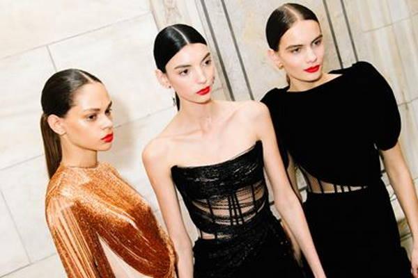 Moderne male crne haljine i uz što ih kombinirati