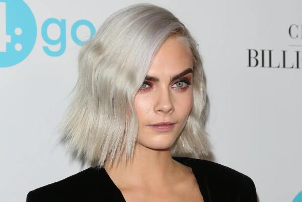 Srebreno siva boja kose postaje pravi hit u 2021.